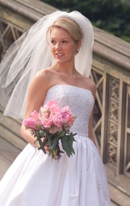 beautiful bride posing in her wedding gown holdin wedding bouquet